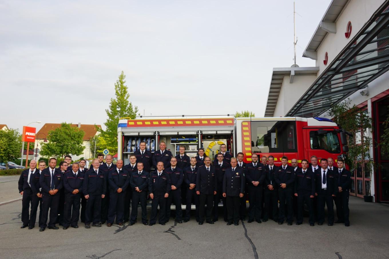 Neues Löschfahrzeug an die Freiwillige Feuerwehr Niederstotzingen übergeben - Foto: Helmut Kircher