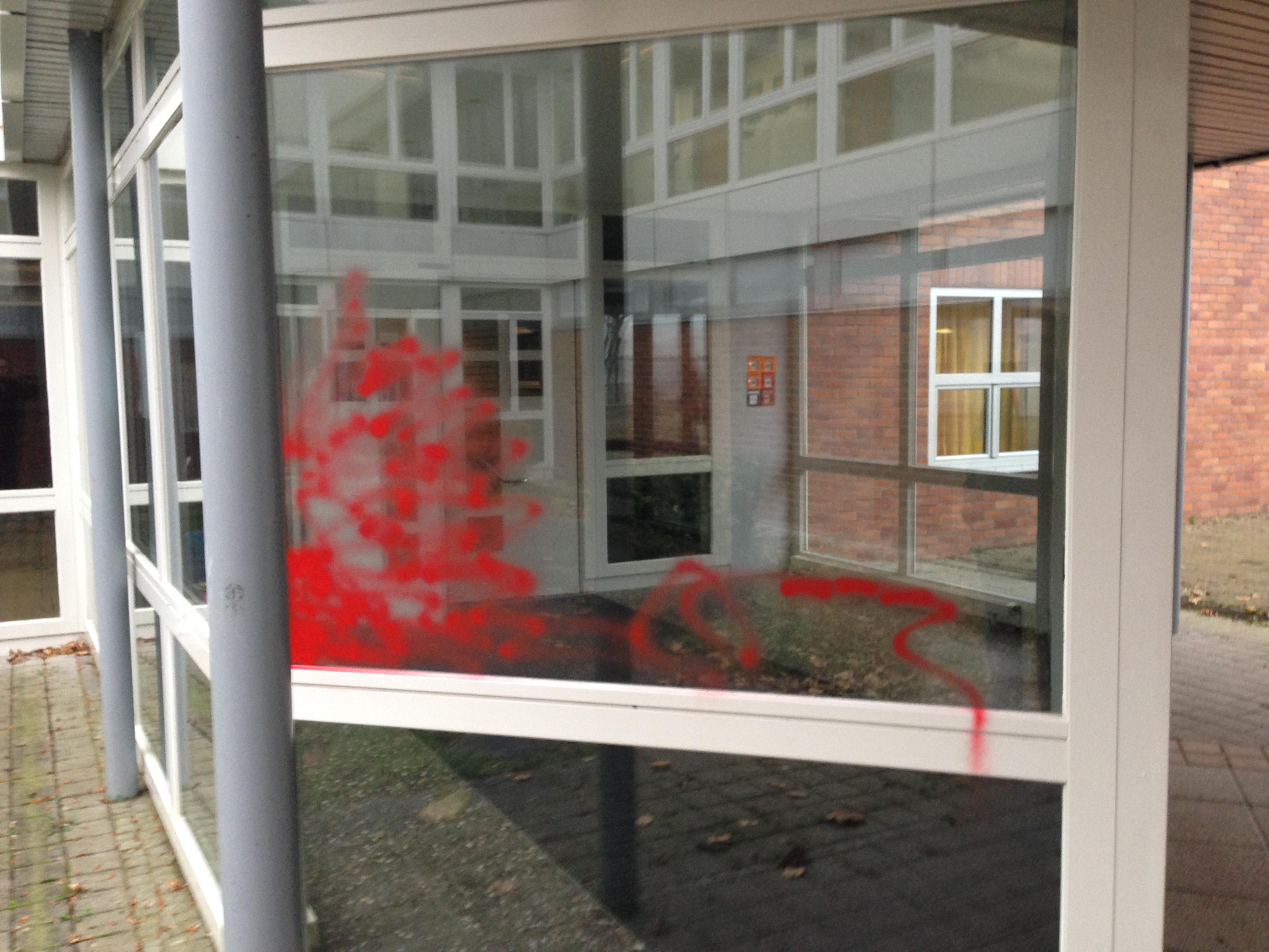 Sachbeschädigung am Schulgebäude