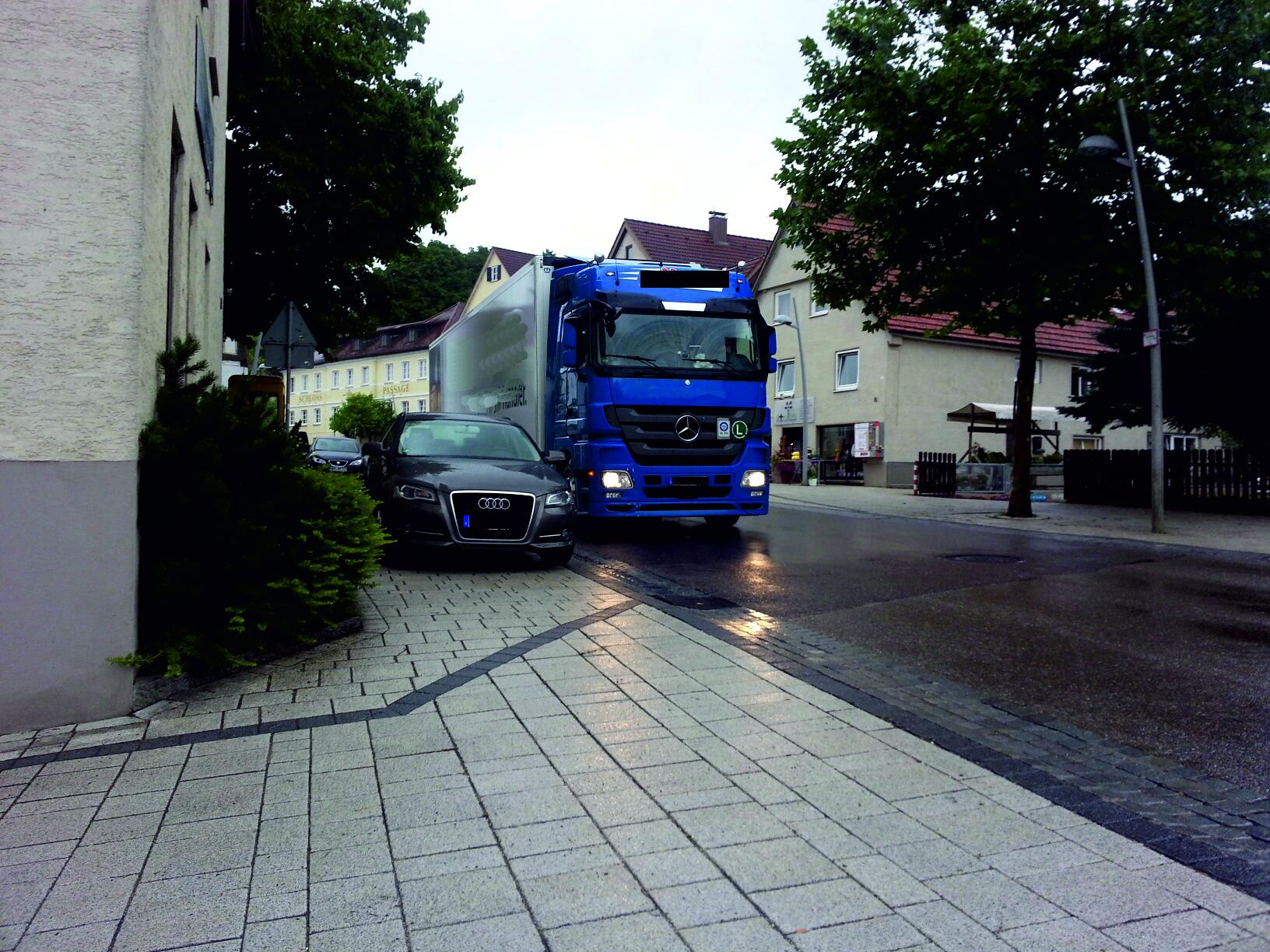 Verkehrswidriges Halten und Parken auf Schulwegen OA2